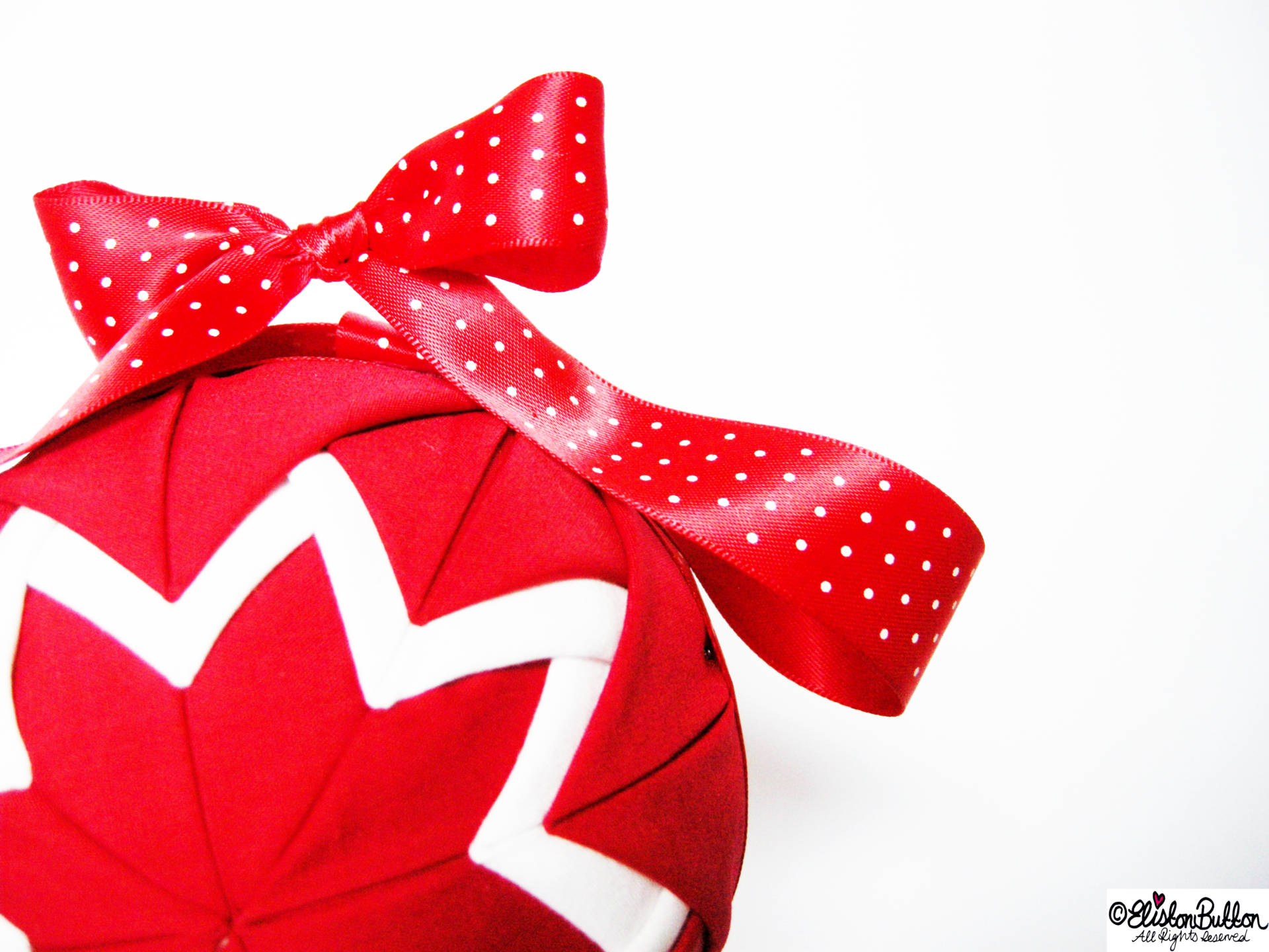 Red and White Quilted Christmas Bauble - Quilted Christmas Baubles - A Tutorial at www.elistonbutton.com - Eliston Button - That Crafty Kid – Art, Design, Craft & Adventure.