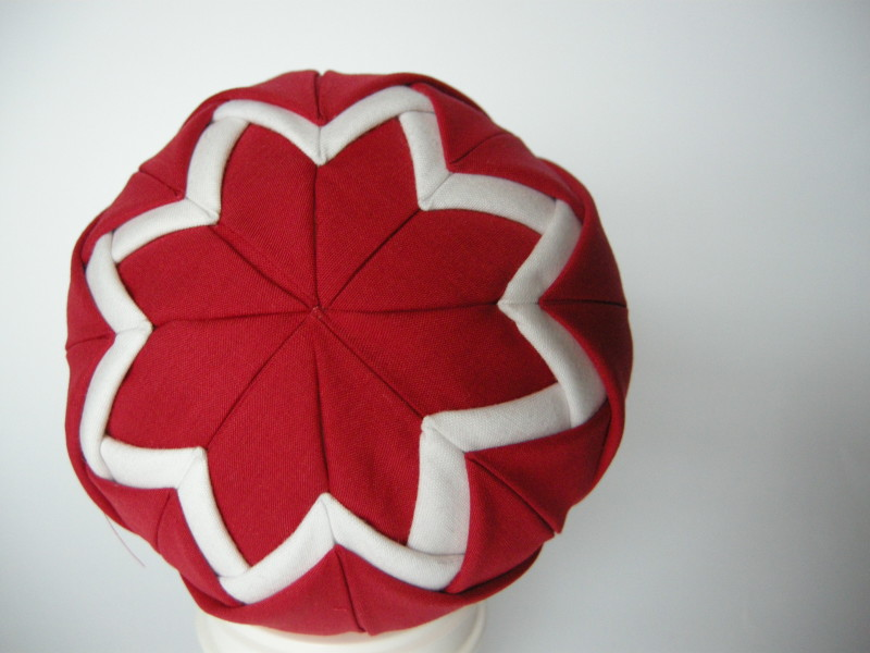 Red and White Quilted Fabric Bauble - One Side Finished - Quilted Christmas Baubles - A Tutorial at www.elistonbutton.com - Eliston Button - That Crafty Kid – Art, Design, Craft & Adventure.