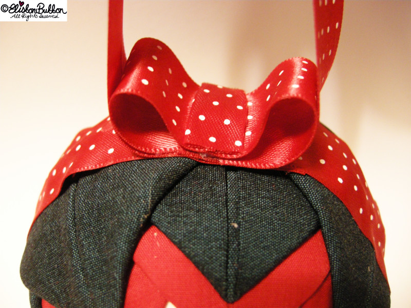 Red Polka Dot Bow on a Bauble - Quilted Christmas Baubles - A Tutorial at www.elistonbutton.com - Eliston Button - That Crafty Kid – Art, Design, Craft & Adventure.