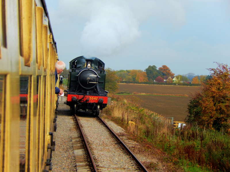 Gloucestershire Warwickshire Steam Railway - Here Comes the Engine! - This Steam Train Stops at Hogwarts...Right!?