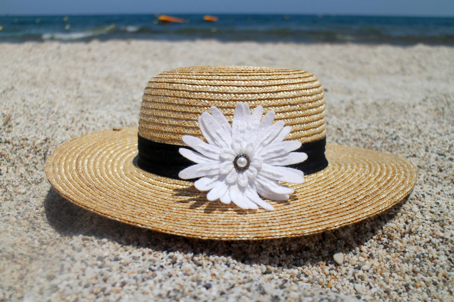 Daisy Embroidered Felt Flower Brooch by Eliston Button on Straw Hat on the Beach - Daisy in the Sunshine at www.elistonbutton.com - Eliston Button - That Crafty Kid – Art, Design, Craft & Adventure.